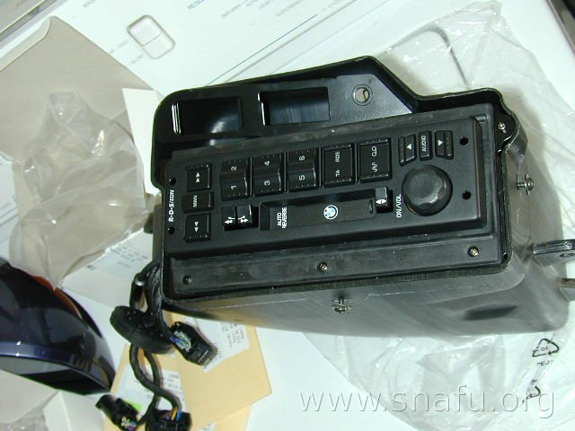 installing the r1150rt radio radio in box